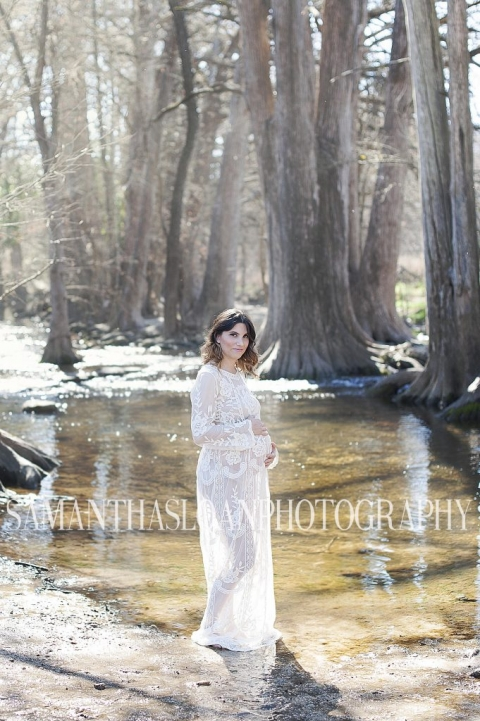 maternity portrait session at Cibolo Nature Center