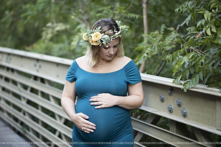 Maternity photo session on bridge in Walker Ranch Park